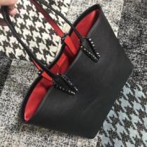 注目美品 2018新品入荷 クリスチャンルブタン Christian Louboutin ハンドバッグ 人目を引く存在感