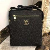 LOUIS VUITTON 圧倒的人気新着 ルイ ヴィトン  一味違うデザインショルダーバッグ
