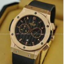 大人が持つには格好のウブロ メンズ腕時計 耐久性のある5針クロノグラフ 日付表示 ラバー 44MM シルバー .